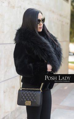 Луксозно късо палто с голяма яка от енот